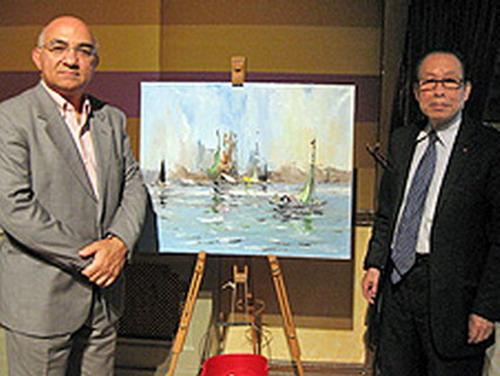 英国BBC英伦网八旬华裔老画家杨希雪为慈善捐画