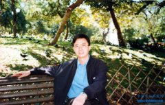 在漫漫光阴中铭刻温暖坐标――王晓波诗歌的美学景观和精神情怀